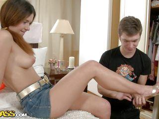 Русская пара снимает домашнее порно