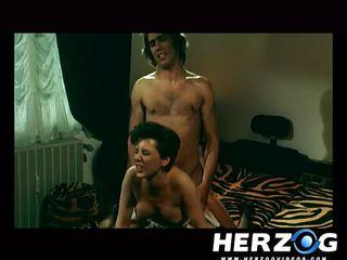 Порно ролики пока жена спала