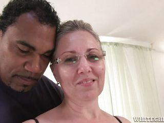 Порно фото жену шлюху ебут толпой