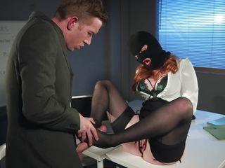 Порно видео плюют в рот